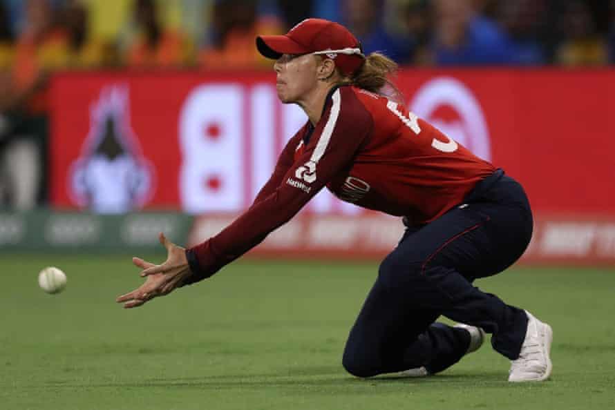 Lauren Winfield of England drops a catch.