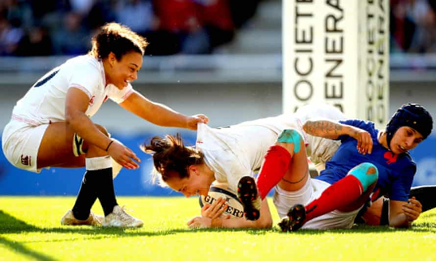 England's Emily Scarratt (centre) celebrates scoring her side's third try of the game with Amelia Harper.