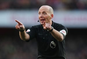 Flamboyant referee Mike Dean takes centre stage, as usual, at Arsenal v Sheffield United, in his 500th Premier League game.