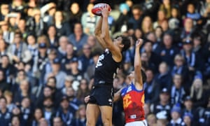 Carlton's Charlie Curnow takes a mark over Alex Witherden