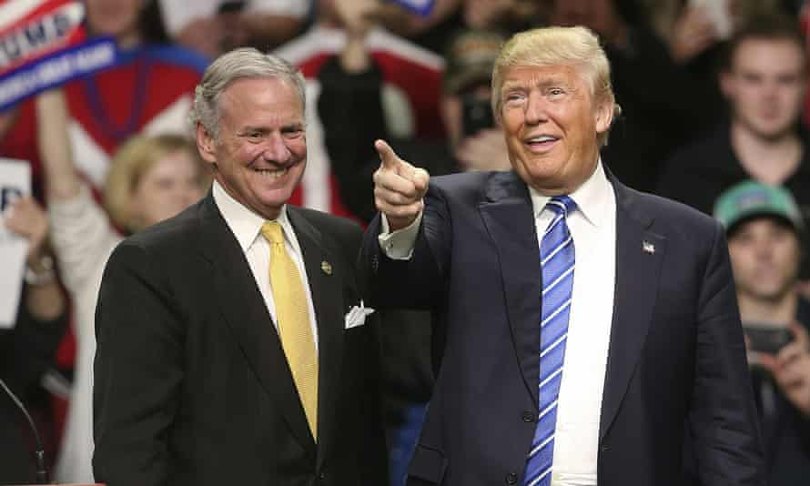 Henry McMaster and Donald Trump on 5 February 2016 in Florence, South Carolina.