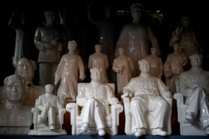 Ceramic statuettes of Mao