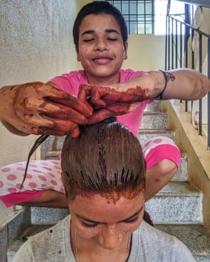 Pooja hennas Alka's hair