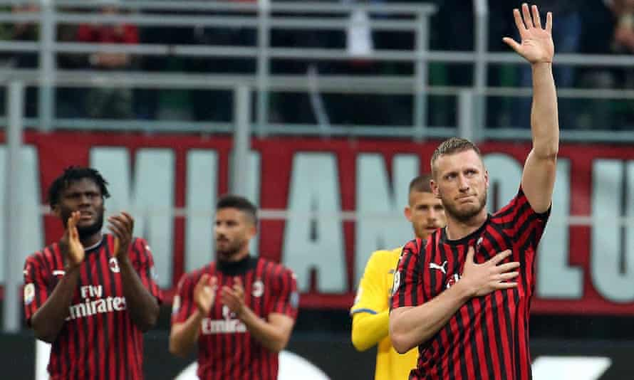 Milan's Ignazio Abate bids farewell to the fans.