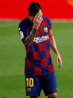 Leo Messi looks discouraged after Barcelona's defeat at home against Osasuna.