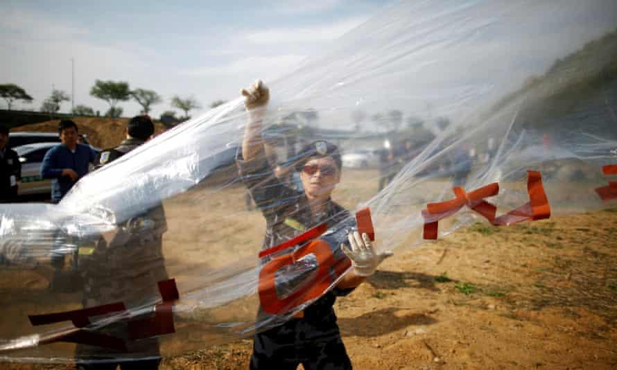 A North Korean defector prepares to release a balloon containing leaflets denouncing Kim Jong-un, near the demilitarized zone in Paju, South Korea