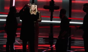 Host Kelly Clarkson prepares for the start of the Billboard music awards