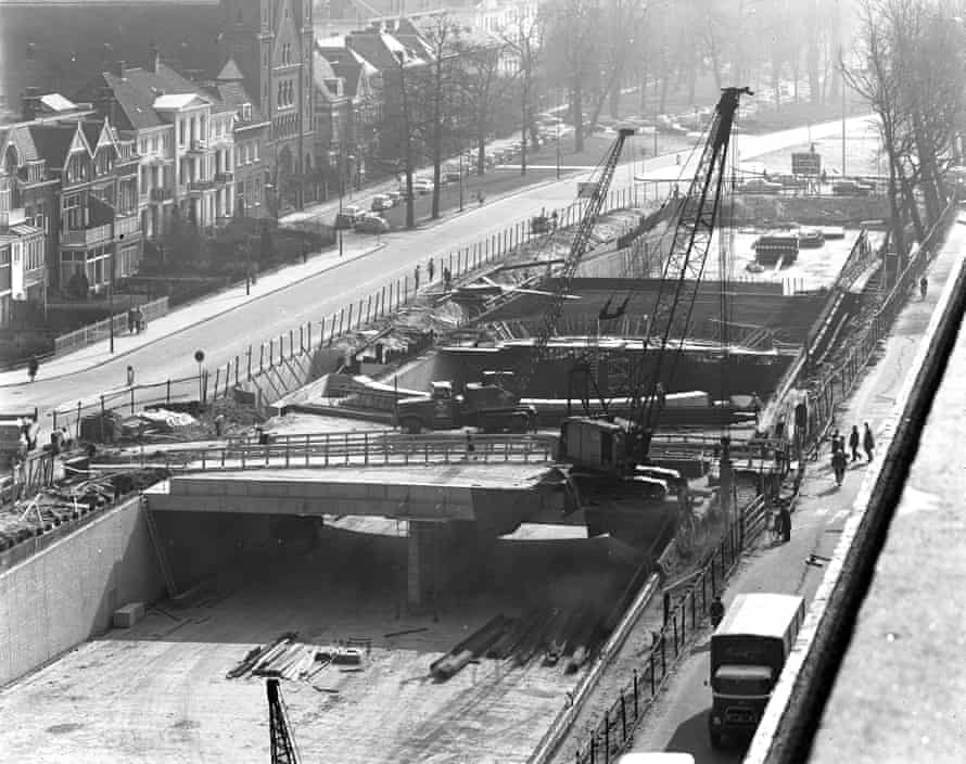 Construction work on the emptied canal in 1972.
