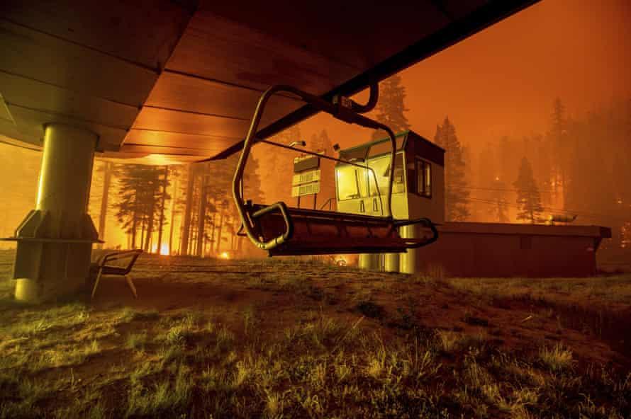 """Der Resortmanager von Sierra-at-Tahoe beschrieb die Flammen als """"Feuerwand""""."""