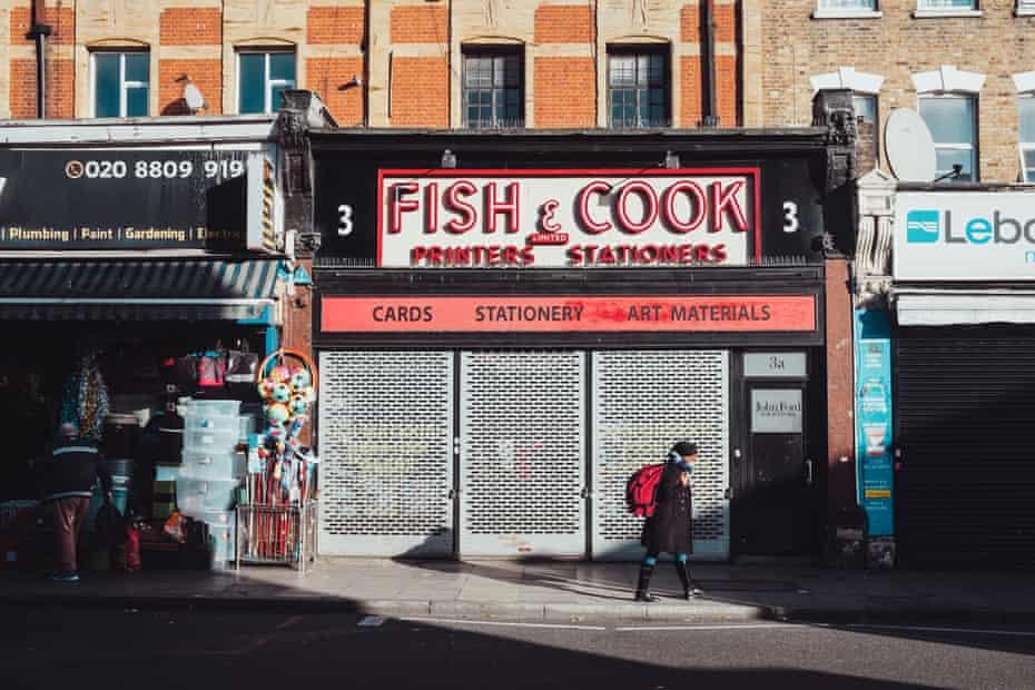 ماهی و کوک ، یک فروشگاه لوازم التحریر خانوادگی است که برای دهه ها به جامعه خدمت کرده است.