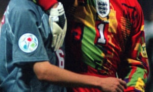 Vertical letters ahoy on David Seaman's second kit at Euro '96.