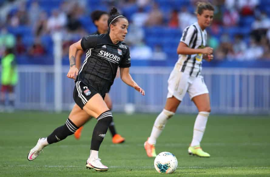 Lyon's Lucy Bronze drives at the Juventus backline on 15 August.