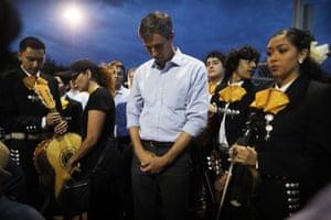 El Paso, Texas: The Democratic presidential candidate Beto O'Rourke prays at an interfaith vigil