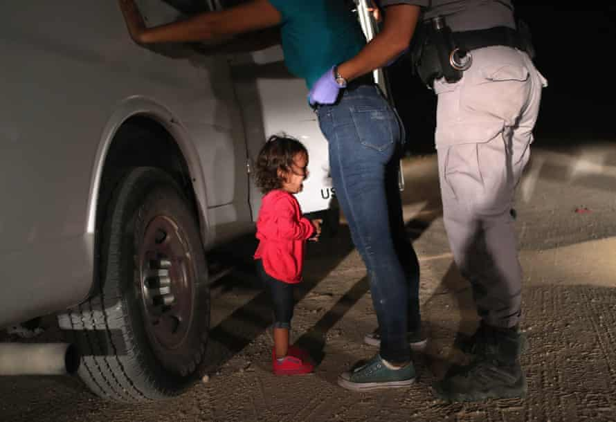 Another image in Moore's set of the two-year-old Honduran asylum and her mother