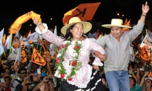 The Peruvian presidential candidate Keiko Fujimori, shown greeting followers in the southern city of Arequipa, has announced the resignation of a key aide after a news investigation of money-laundering claims.