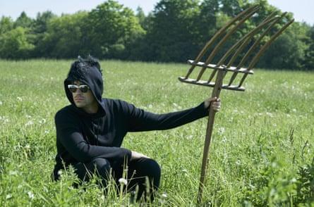 Daniel Levy as David rocks a Helmut Lang mohawk hooded sweater in season 4.
