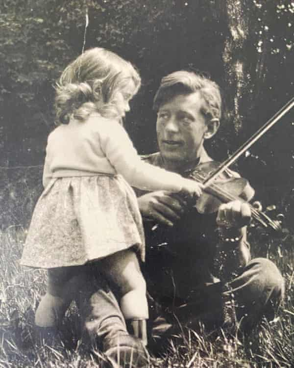 Yasmin with Laurie Lee in Sussex, 1941.