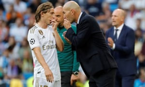 Zinedine Zidane talks to Luka Modric as Real Madrid desperately fought back from 2-0 down against Club Brugge to force a 2-2 draw at the Bernabéu on Tuesday.