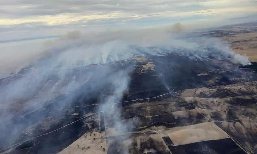 Smoke rising from an out-of-control bushfire at Blackford, South Australia, travelling towards the township of Lucindale on Monday.