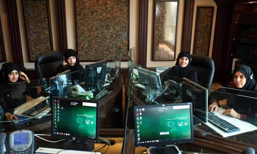 Women at the fatwa hotline