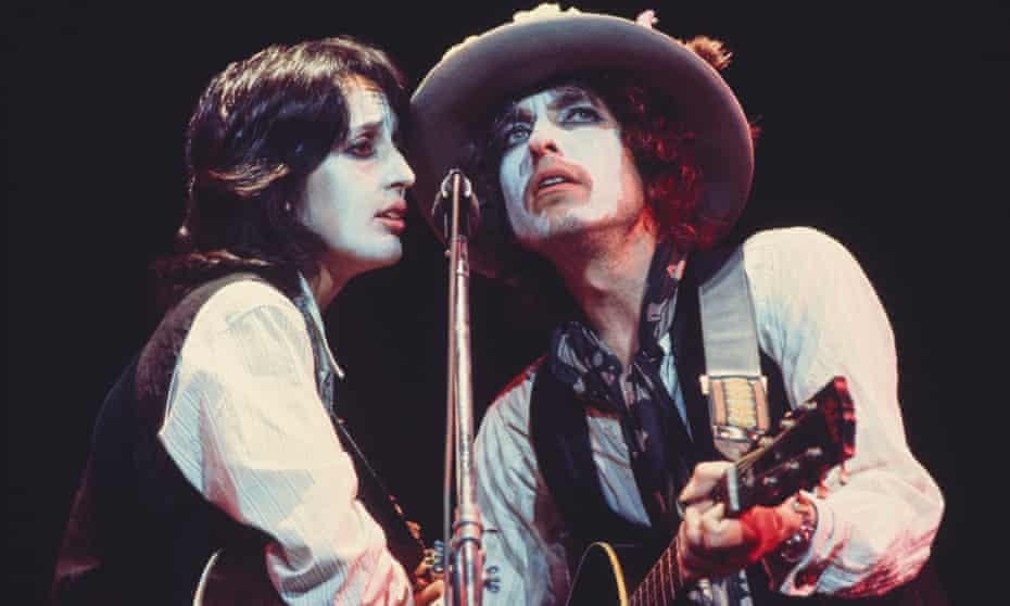 Magnificent duets … Joan Baez and Bob Dylan play in the Rolling Thunder Revue.