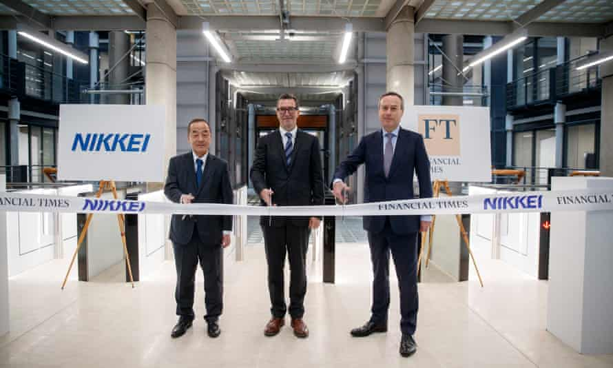 FT editor Lionel Barber (right) with Nikkei's Hirotomo Nomura (left) and the FT chief executive, John Ridding at the opening of Bracken House in January 2019
