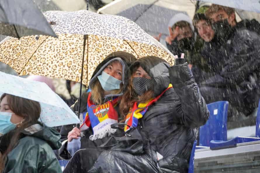 هواداران با لباس مناسب برای دیدار مقابل ویارئال B آمده اند.