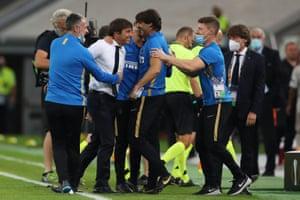 Antonio Conte and staff celebrate at full time.
