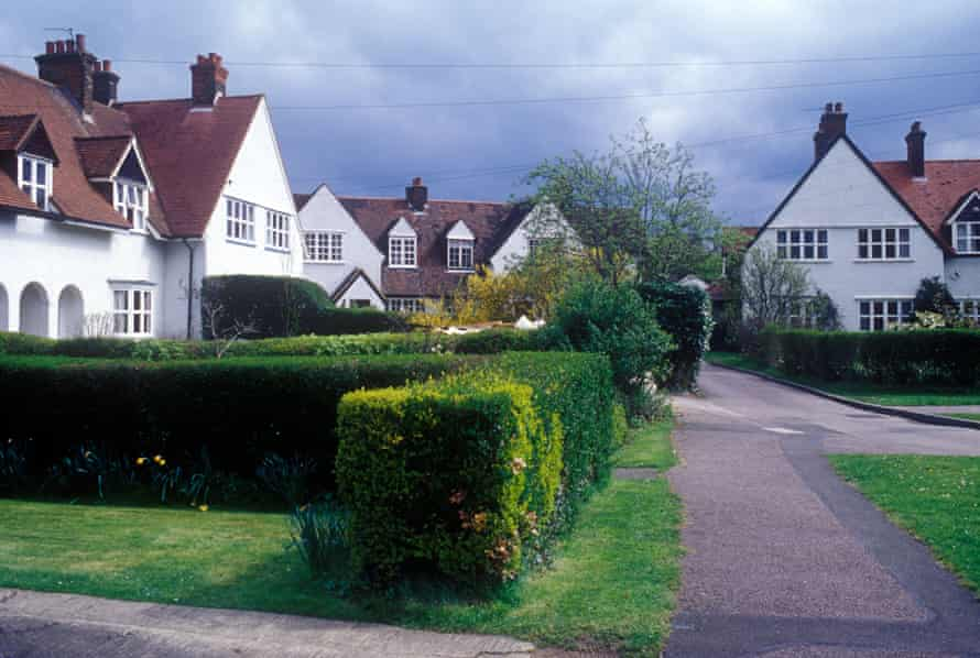 Arts and crafts houses in Letchworth, painted white with neatly trimmed hedges