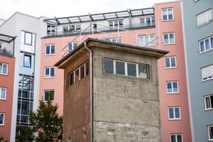 The watchtower of the former Kieler Eck command post, surrounded by 1990s apartment blocks