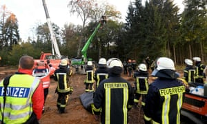Police and firemen clearing Hambach Forest of environmentalists