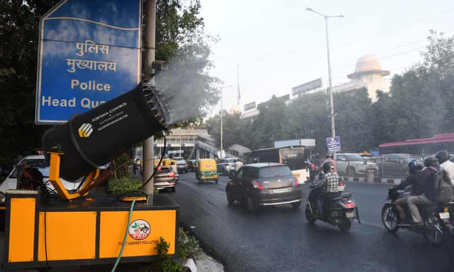 An anti-smog device is used on a roadside in Delhi, India.