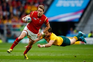 Liam Williams of Wales evades a tackle by Adam Ashley-Cooper.
