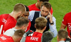 Gareth Southgate speaks with Harry Kane and team mates