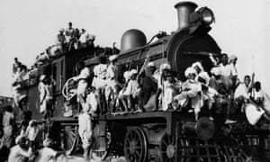 People leave New Delhi for Pakistan in 1947.
