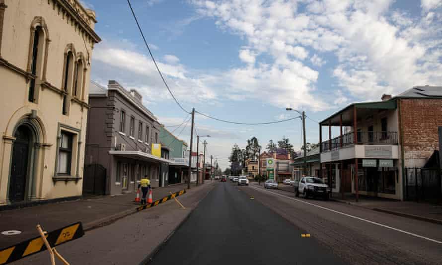The main road into Singleton, Upper Hunter Valley, NSW, Australia.