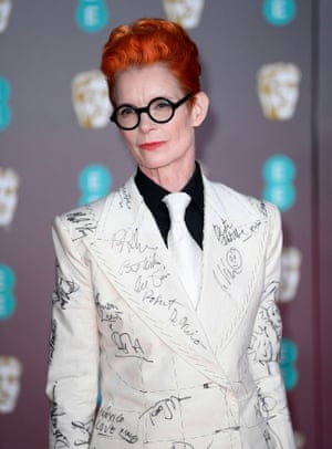 Sandy Powell, as the costume designer for The Irishman, knows about innovative fashion. She wore a suit covered in the signatures of luminaries in the film industry, which will be auctioned off after the Oscars in order to raise money for Artfund's campaign to save Derek Jarman's Propect Cottage and create a residency programme there for young artists.