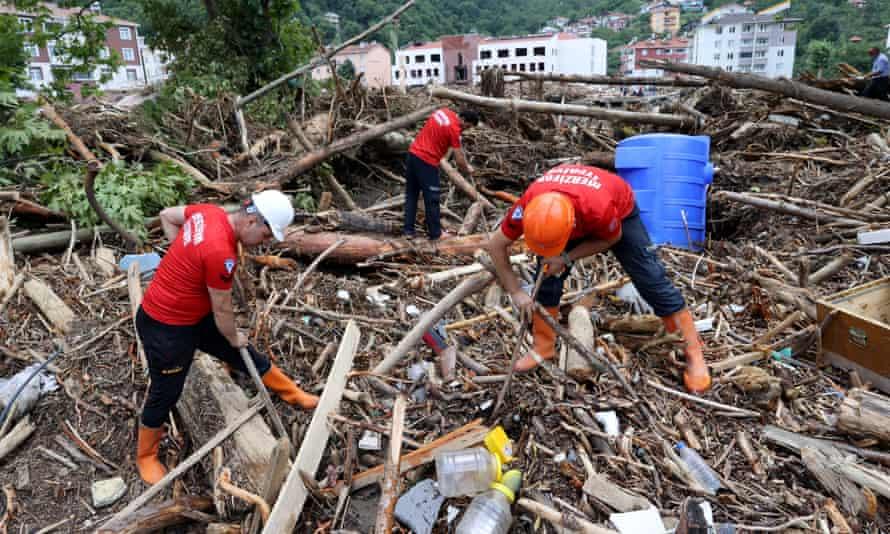 Se están llevando a cabo operaciones de búsqueda y rescate en Bozkurt.