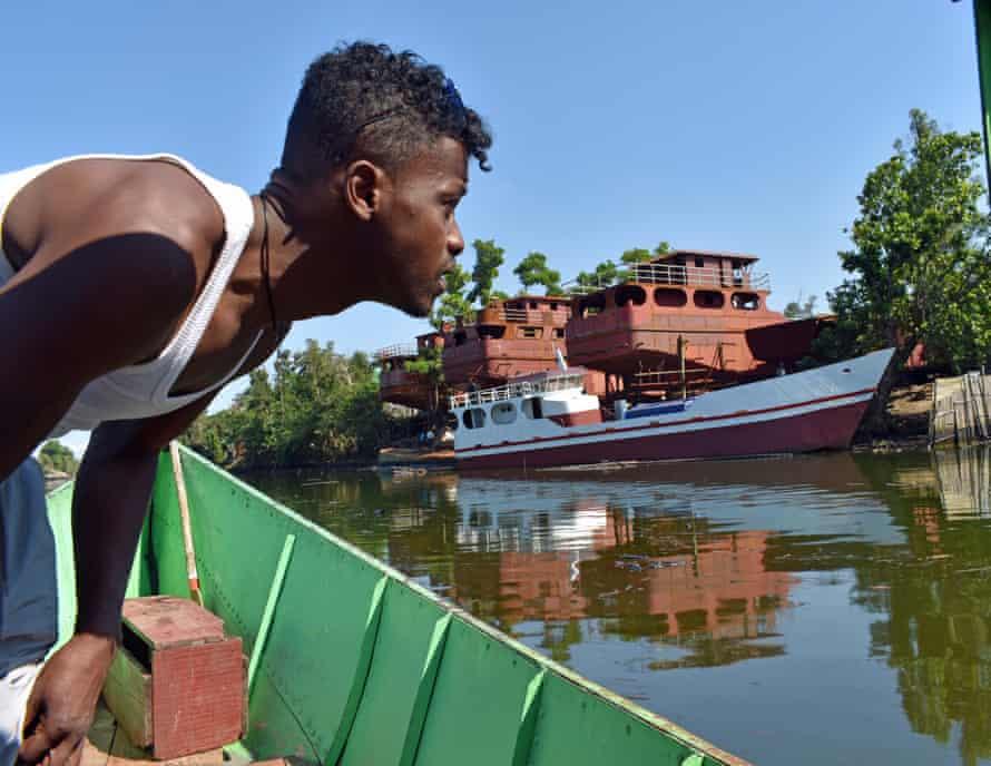 A boatman at start of Pangalanes canal