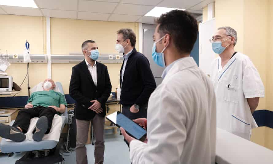 The Greek prime minister, Kyriakos Mitsotakis, meeting staff at the hospital in Ikaria island