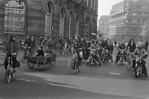 Cyclists, moped riders and a cargo bike on a car-free crossing