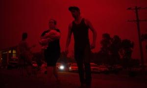 A family evacuates to Mallacoota's hall