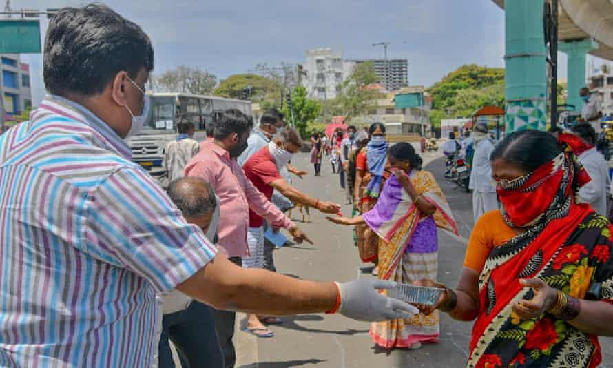 People distribute free food in Bangalore