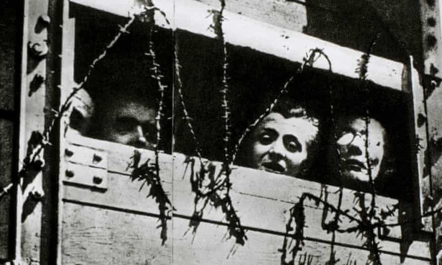 Prisoners heading to Auschwitz