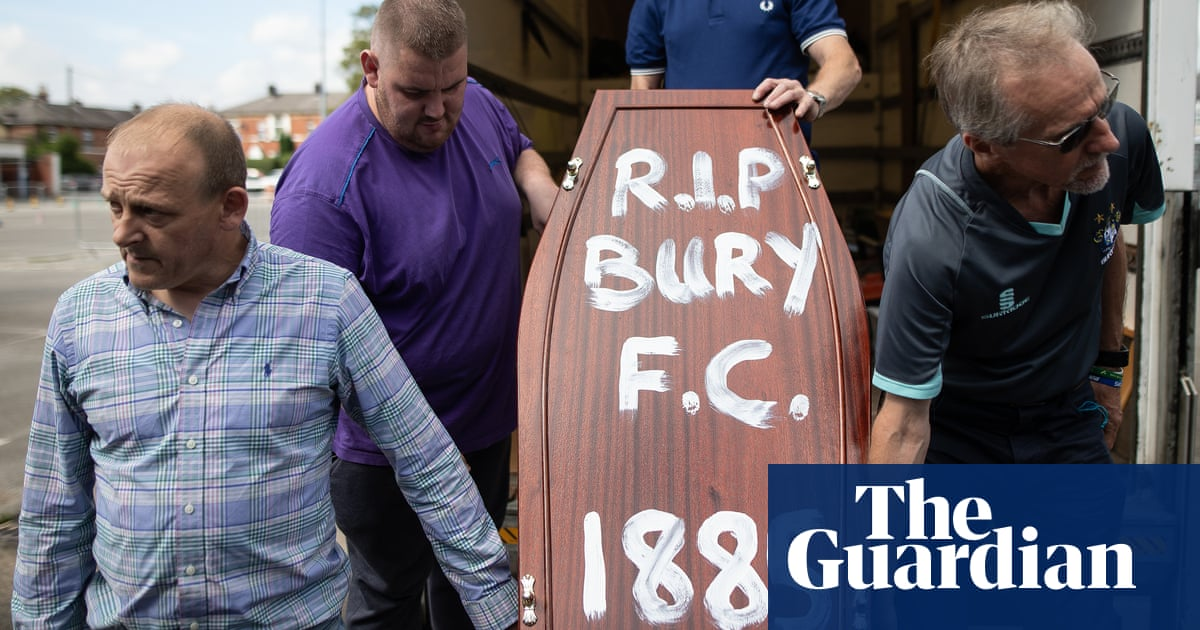 Everton chairman Bill Kenwright planned to give Bury around £1m