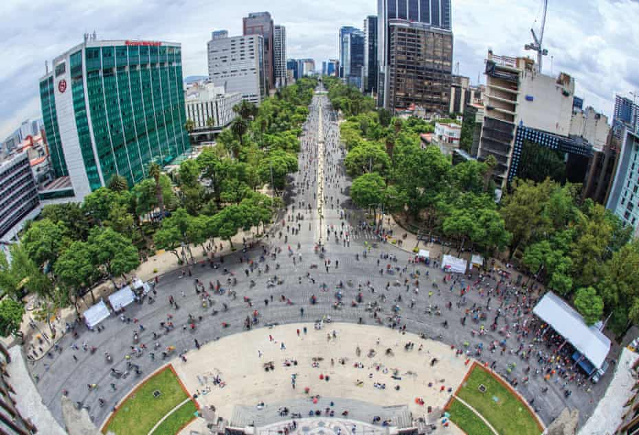 Tens of thousands of cyclists turn out for the weekly Sunday ride along Paseo de la Reforma