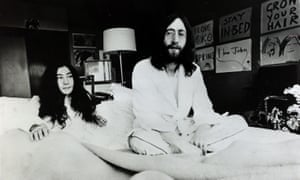 Yoko Ono and John Lennon in Amsterdam's Hilton hotel on 26 March 1969 during their honeymoon peace protest.
