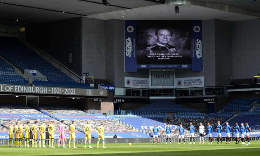 Rangers and Hibernian players participate in two minutes' silence at Ibrox to honour Prince Philip.