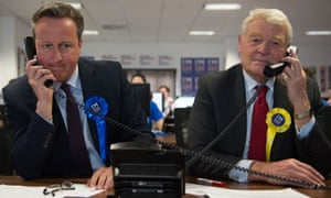 Accompanied by Lord Ashdown, David Cameron puts in the phone minutes to persuade people that the EU is good for them.