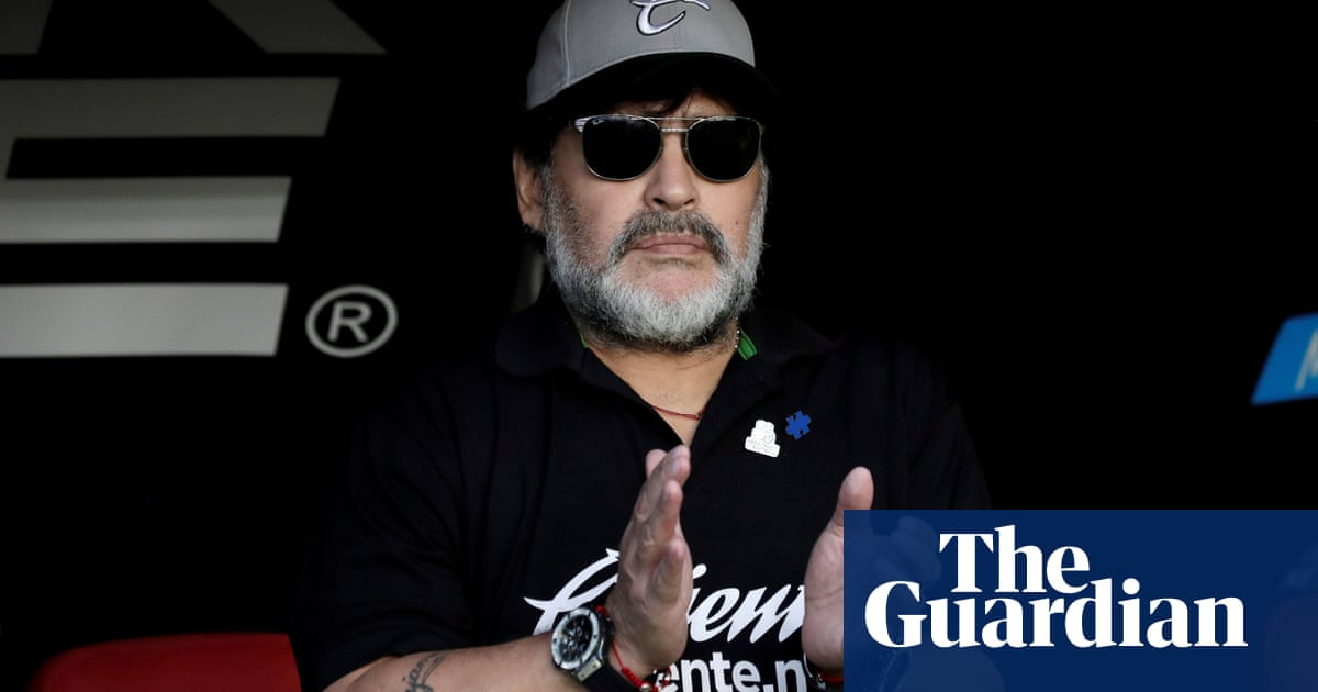 Diego Maradona returns to coaching with Gimnasia y Esgrima La Plata